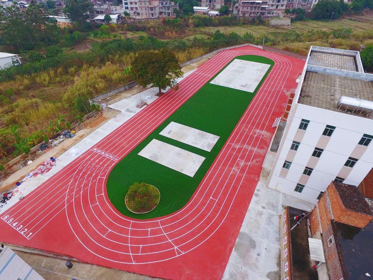 南安育青小学运动场完工